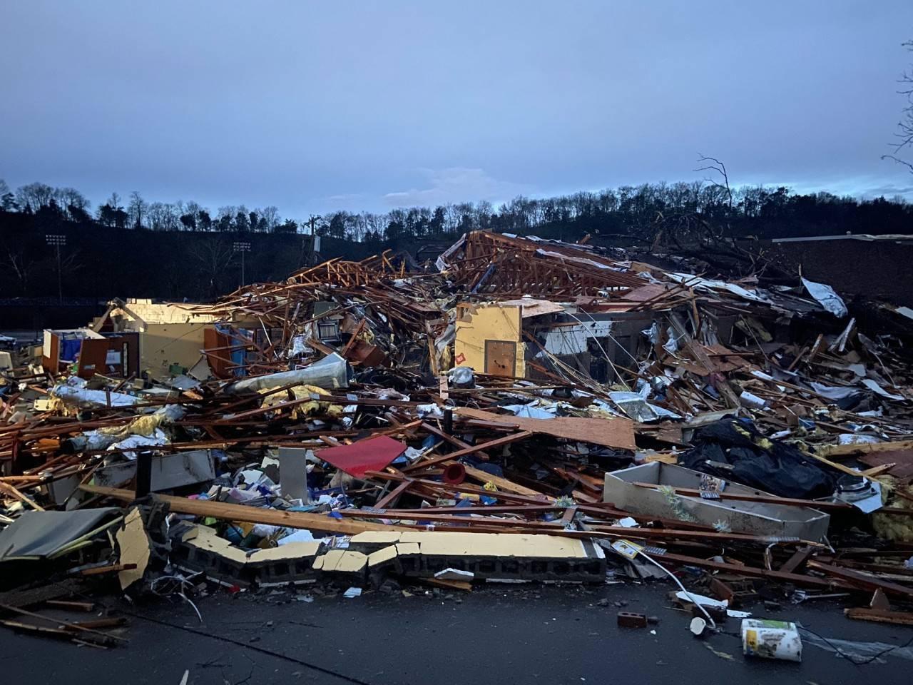 effetti-distruttivi-a-nashville-per-il-tornado-fonte-immagine-newschannel5-3bmeteo-101474
