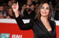 Maria Grazia Cucinotta ricoverata in ospedale: si sente male prima di uno spettacolo a Castellammare di Stabia