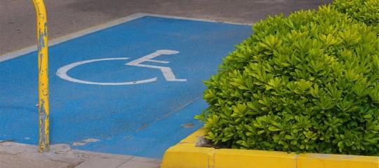 Muore suicida il vigile nel bresciano: era vittima di insulti su Facebook, dopo un parcheggio sulle strisce dei disabili
