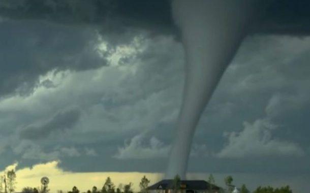 Tornado colpisce il Tennessee in Usa: almeno 19 morti e case distrutte (Video/Foto)