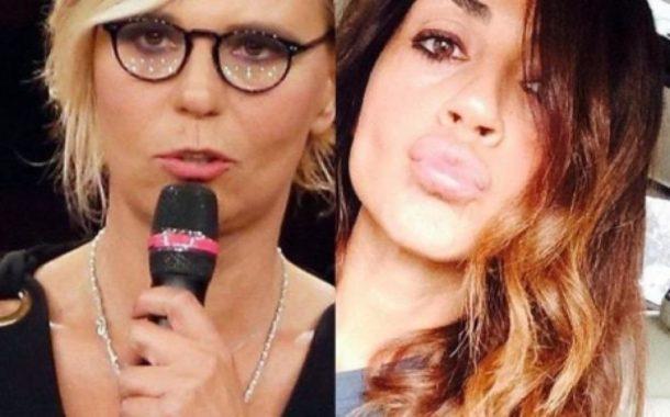 Maria De Filippi in monopattino negli studi Mediaset: l'inedito video di Raffaella Mennoia fa esultare i fan (VIDEO)