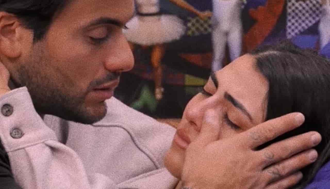 Grande Fratello Vip: la famiglia Petrelli preferisce la Gregoraci a Giulia Salemi. Le lacrime della showgirl e l'indignazione di Pierpaolo