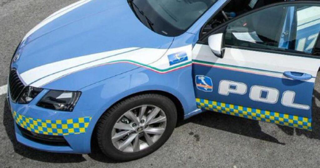 Viaggia in tutta Europa con il cadavere del compagno in auto e guida contromano per 40 km: arrestato uomo di 66 anni in Catalogna